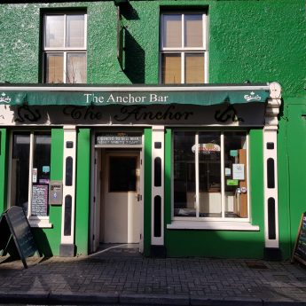 Holiday rentals Wild Atlantic Way - Anchor Bar exterior