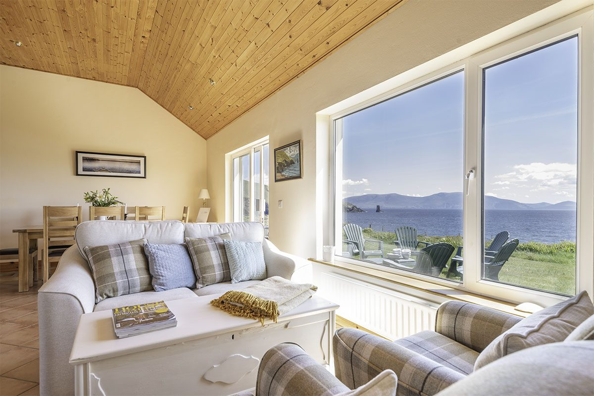 Exclusive holiday cottage on the Wild Atlantic Way - living area with sea view