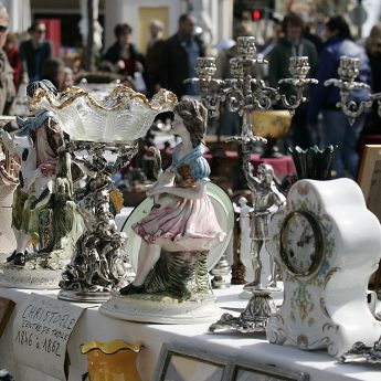 Exclusive holiday lets on the French Rivera - Antique market