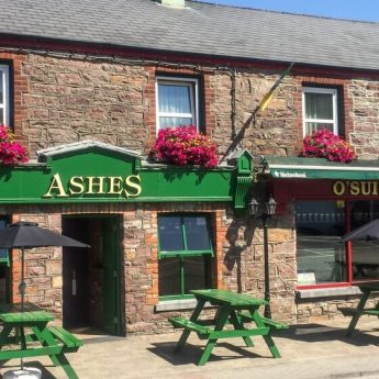 Holiday cottages Kerry - Ashes pub exterior