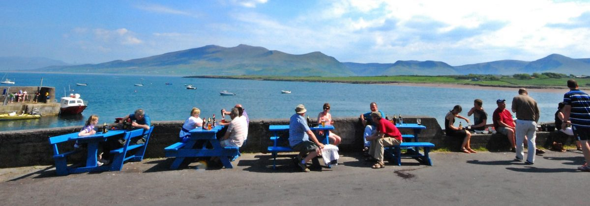 Holiday houses Dingle - Brandon pier seating and view