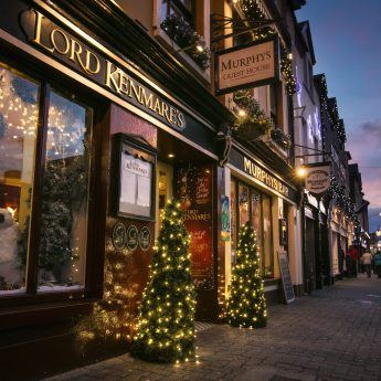 Exclusive holiday rentals on the Wild Atlantic Way - Christmas decorations outside pub