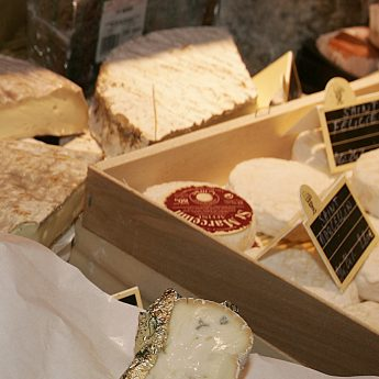 Exclusive holiday letting on the French Rivera - Cheese market